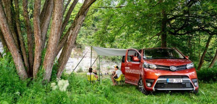 Dovolenou vČesku stráví 60 procent Čechů, s novou Toyotou můžete projet Česko zdarma