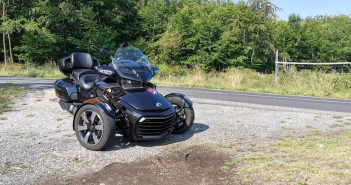 Cam-Am Spyder F3-LTD ACE 1330, zepředu