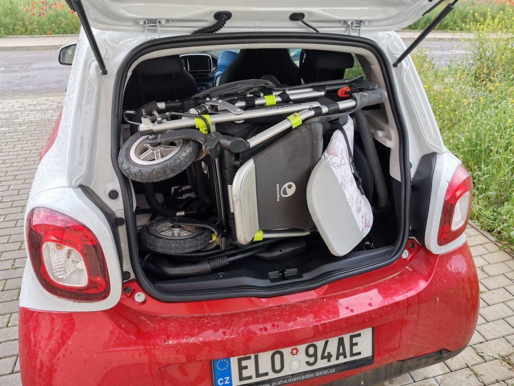 smart EQ forfour - kočárek v kufru