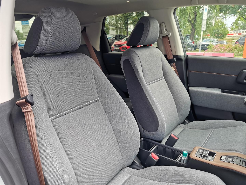 Honda e Advance - přední sedačky