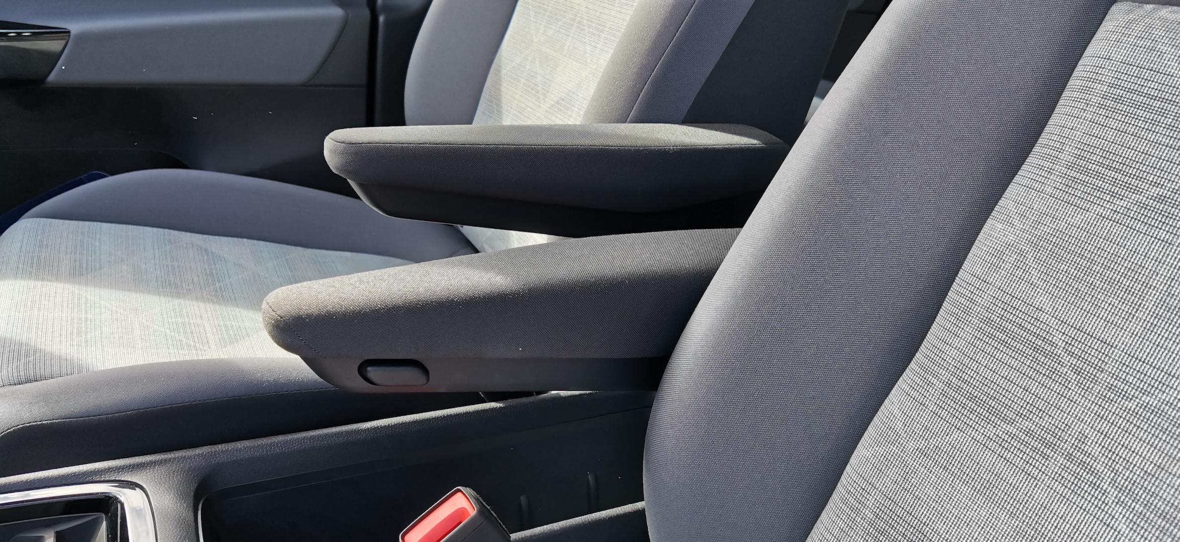 Volkswagen ID.3 - přední sedačky a loketní opěrky