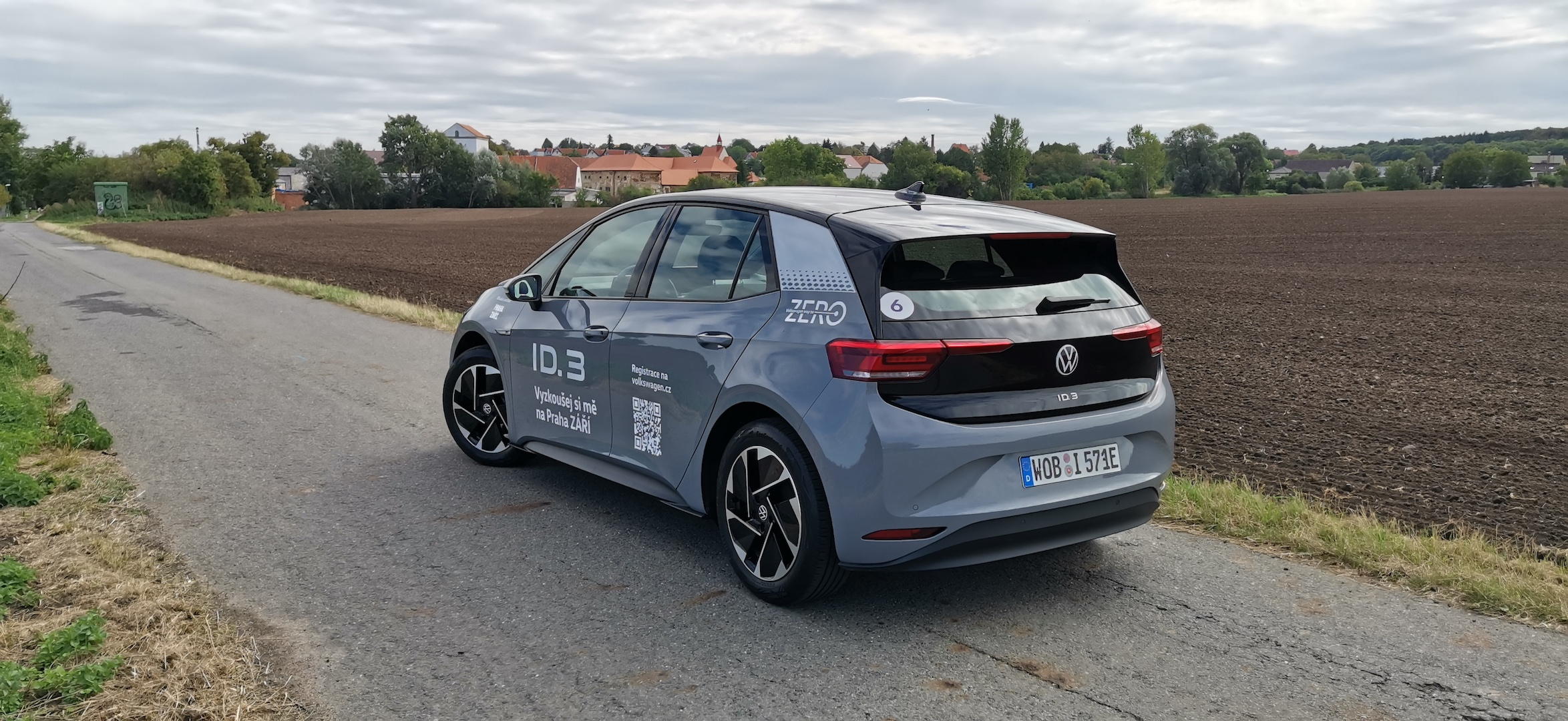 Volkswagen ID.3 - zezadu / z boku