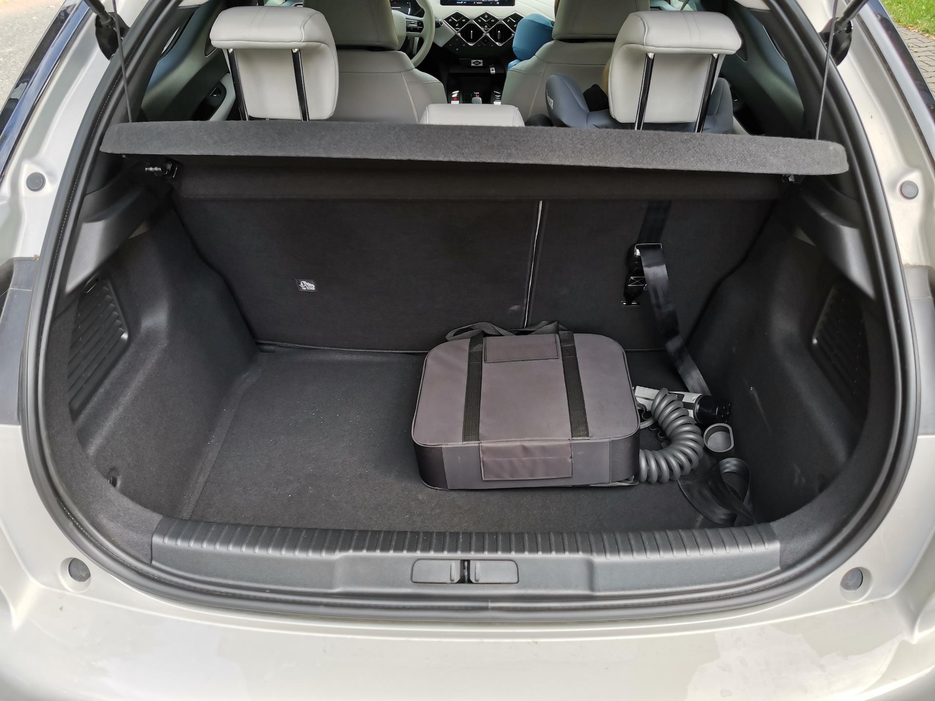DS 3 Crossback E-Tense - zavazadlový prostor