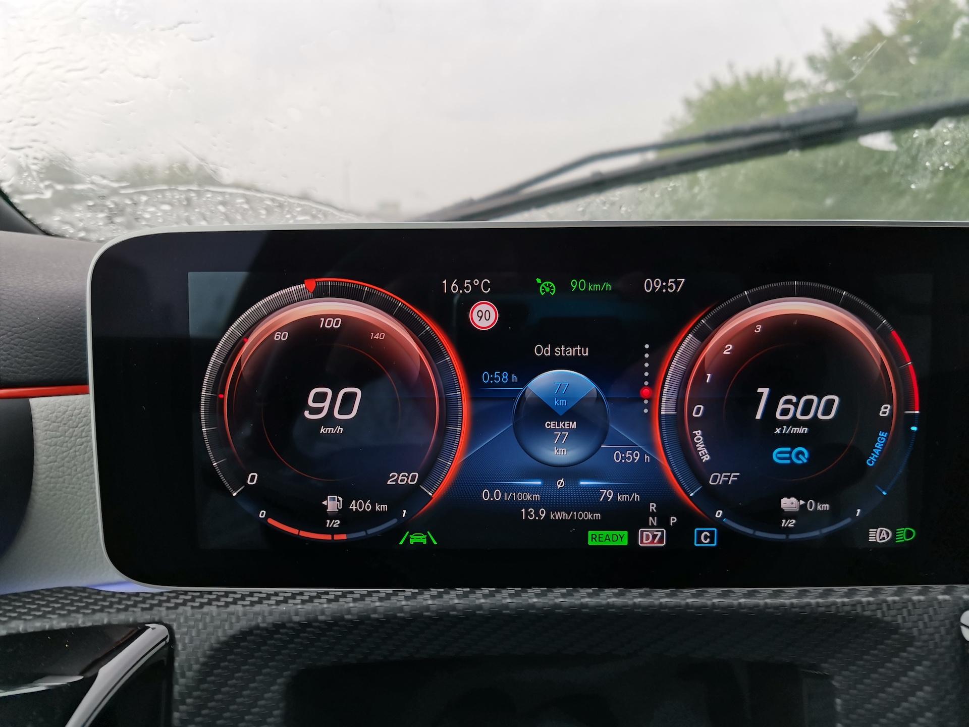 Mercedes-Benz A 250e - dojezd na elektřinu