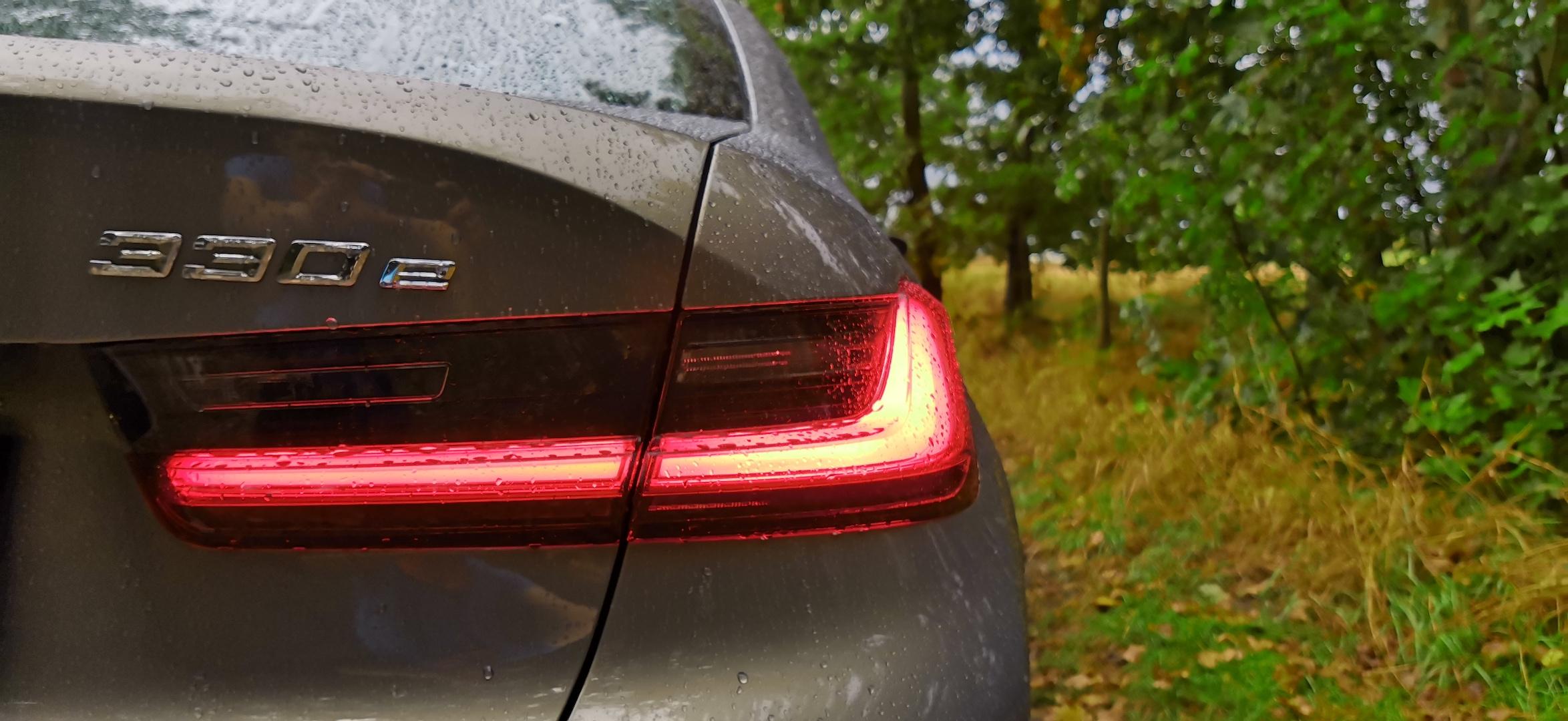BMW 330e - označení motorizace (plug-in hybrid)