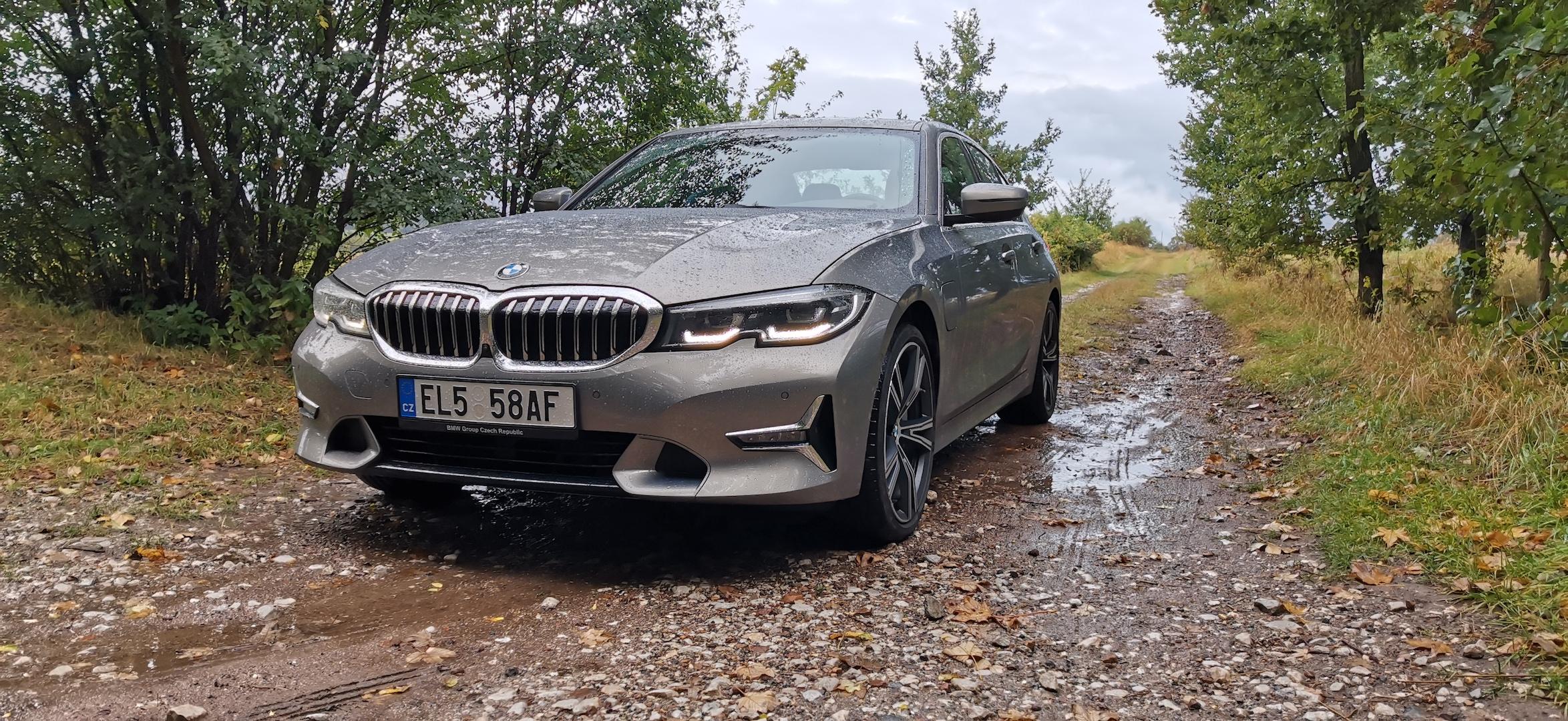 BMW 330e - zepředu