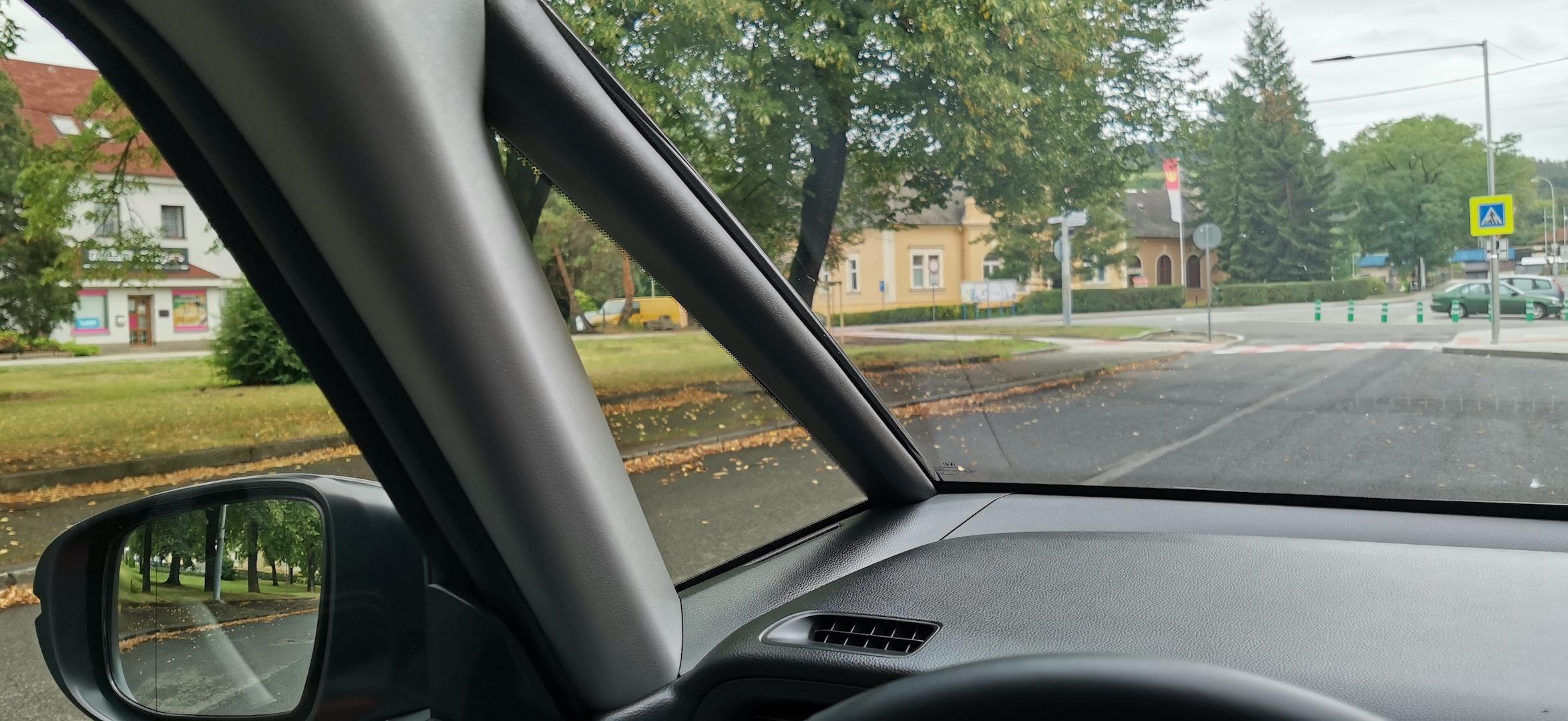 Honda Jazz Hybrid Crosstar - přední sloupek