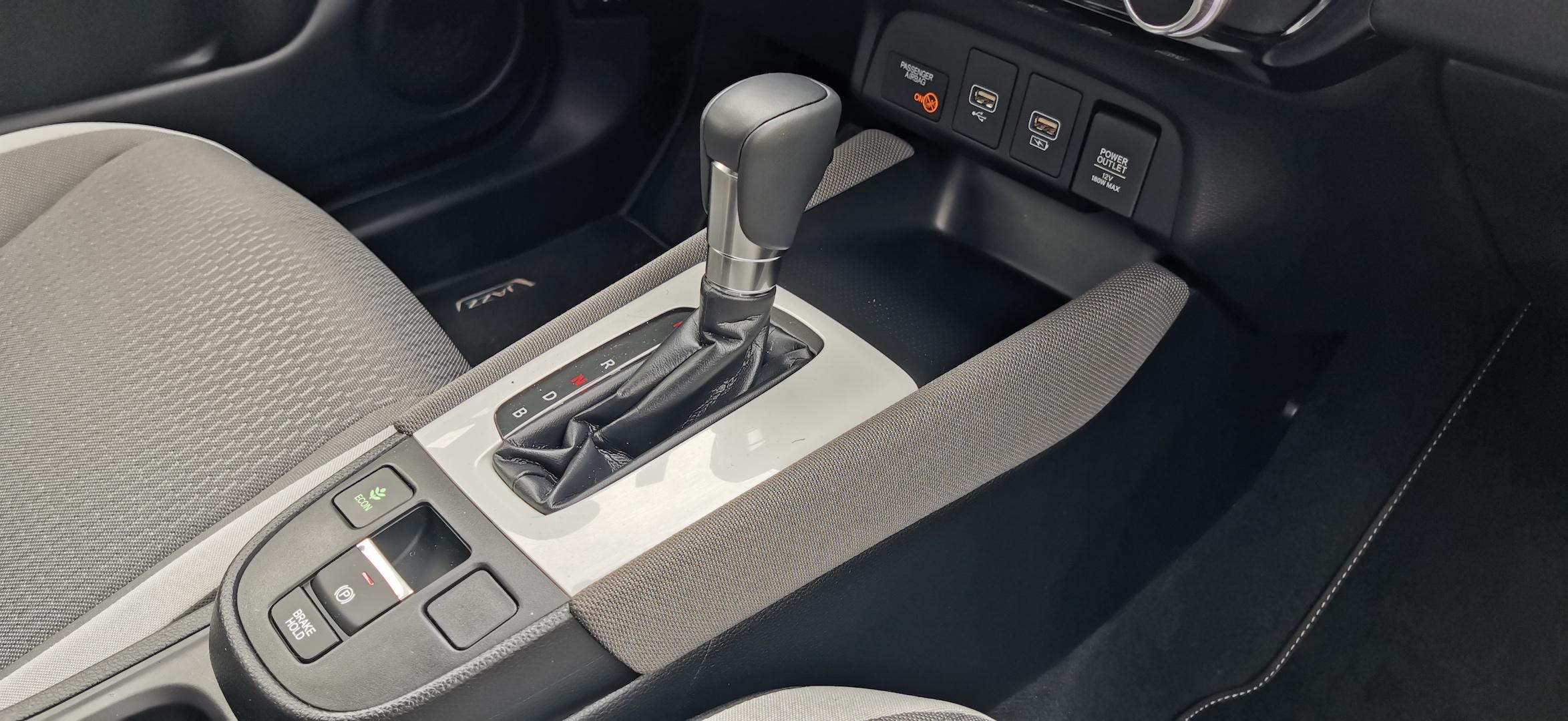 """Honda Jazz Hybrid Crosstar - """"řadicí páka"""""""