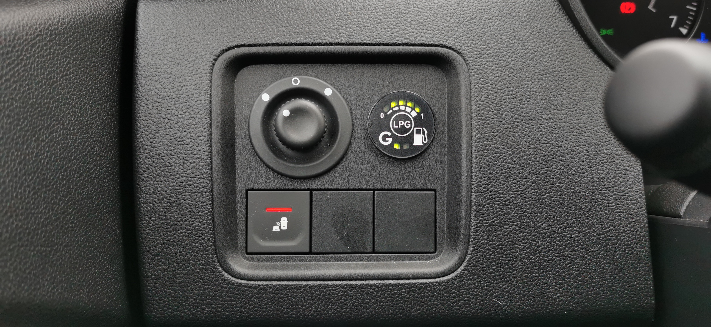 Dacia Duster TCe 100 LPG - palivoměr na LPG