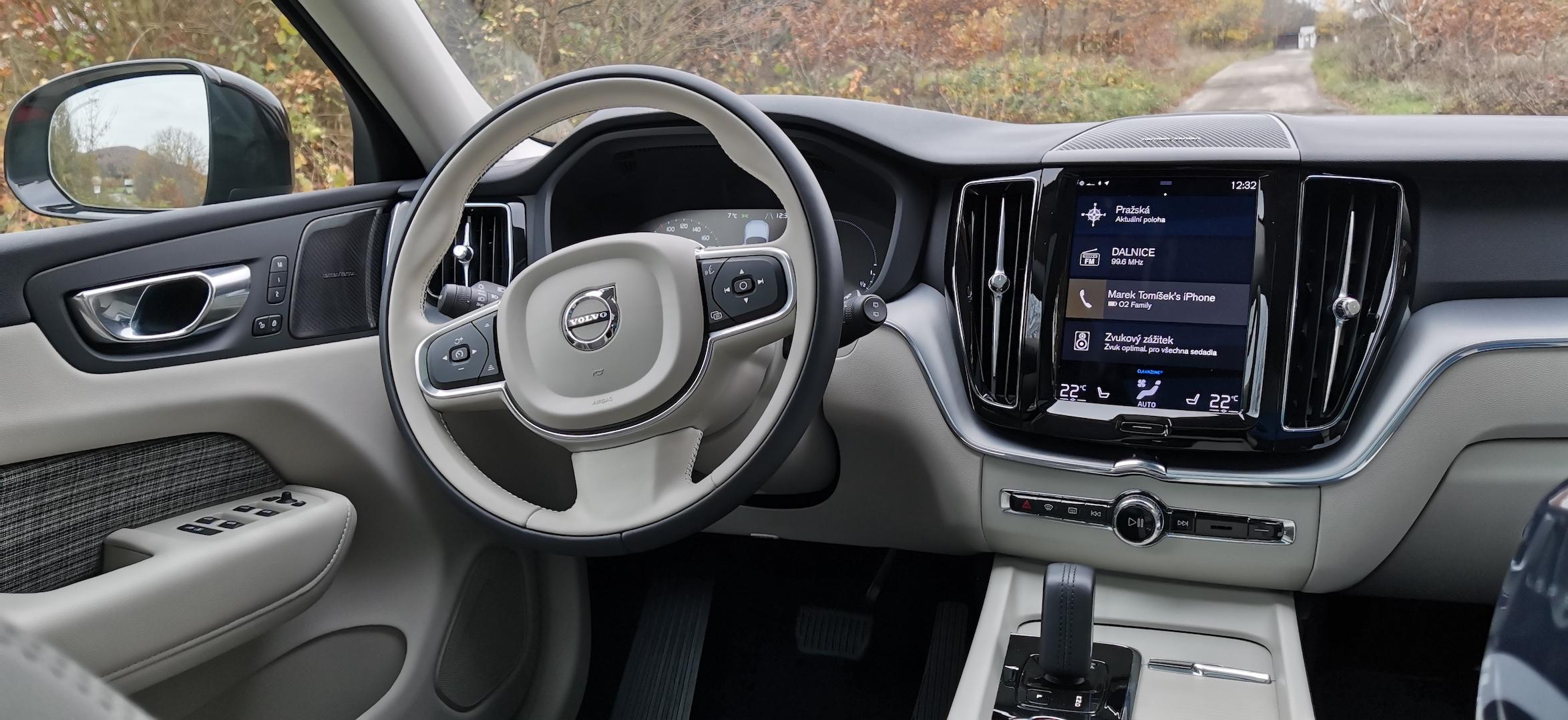Volvo XC60 T6 AWD Recharge - interiér