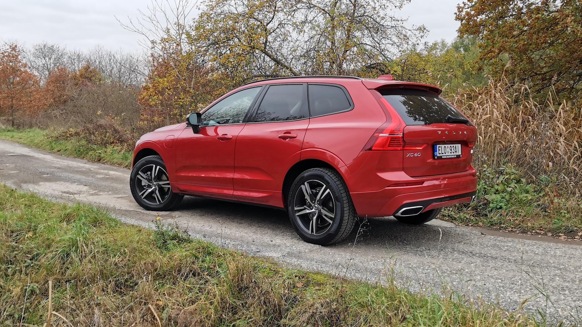 Volvo XC60 T6 AWD Recharge z boku
