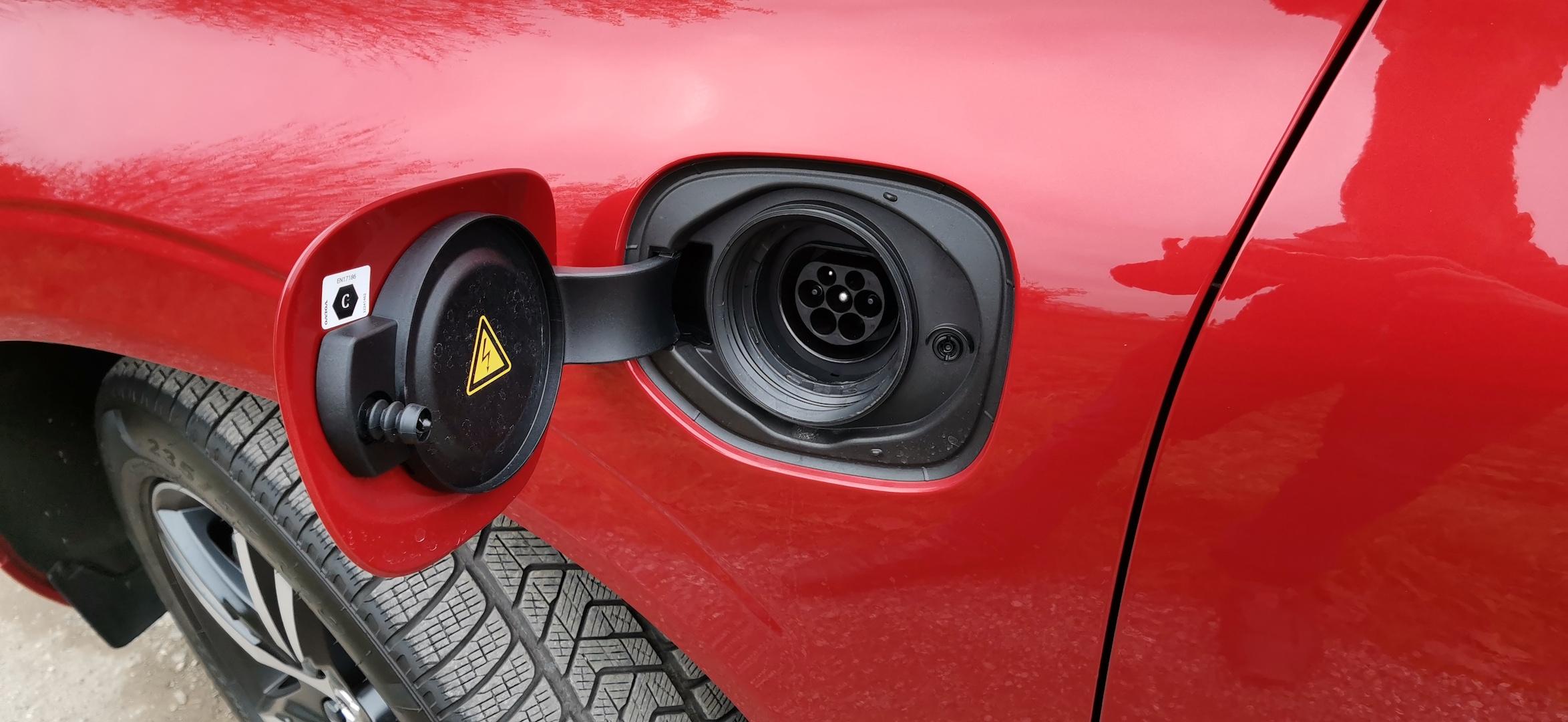 Volvo XC60 T6 AWD Recharge - zásuvka Mennekes