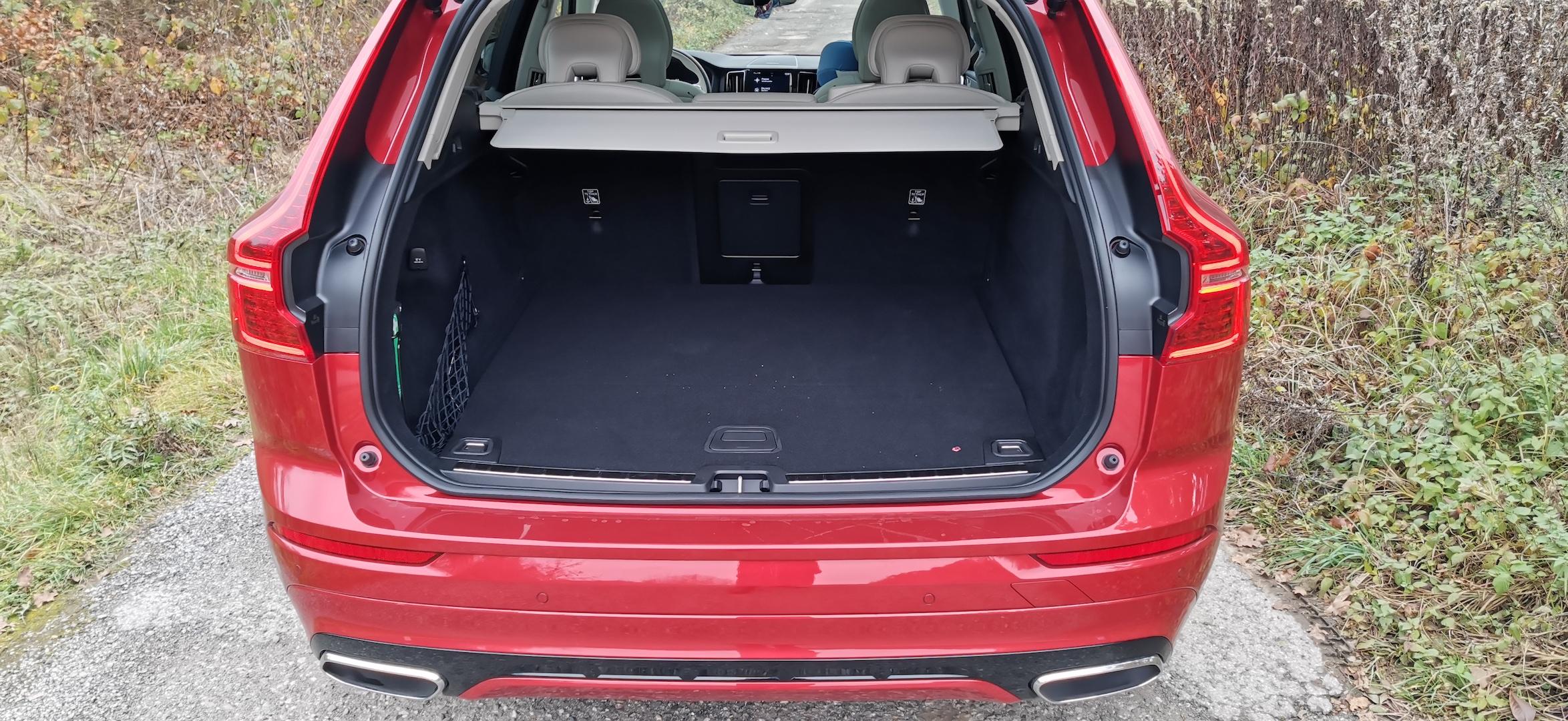 Volvo XC60 T6 AWD Recharge - zavazadlový prostor