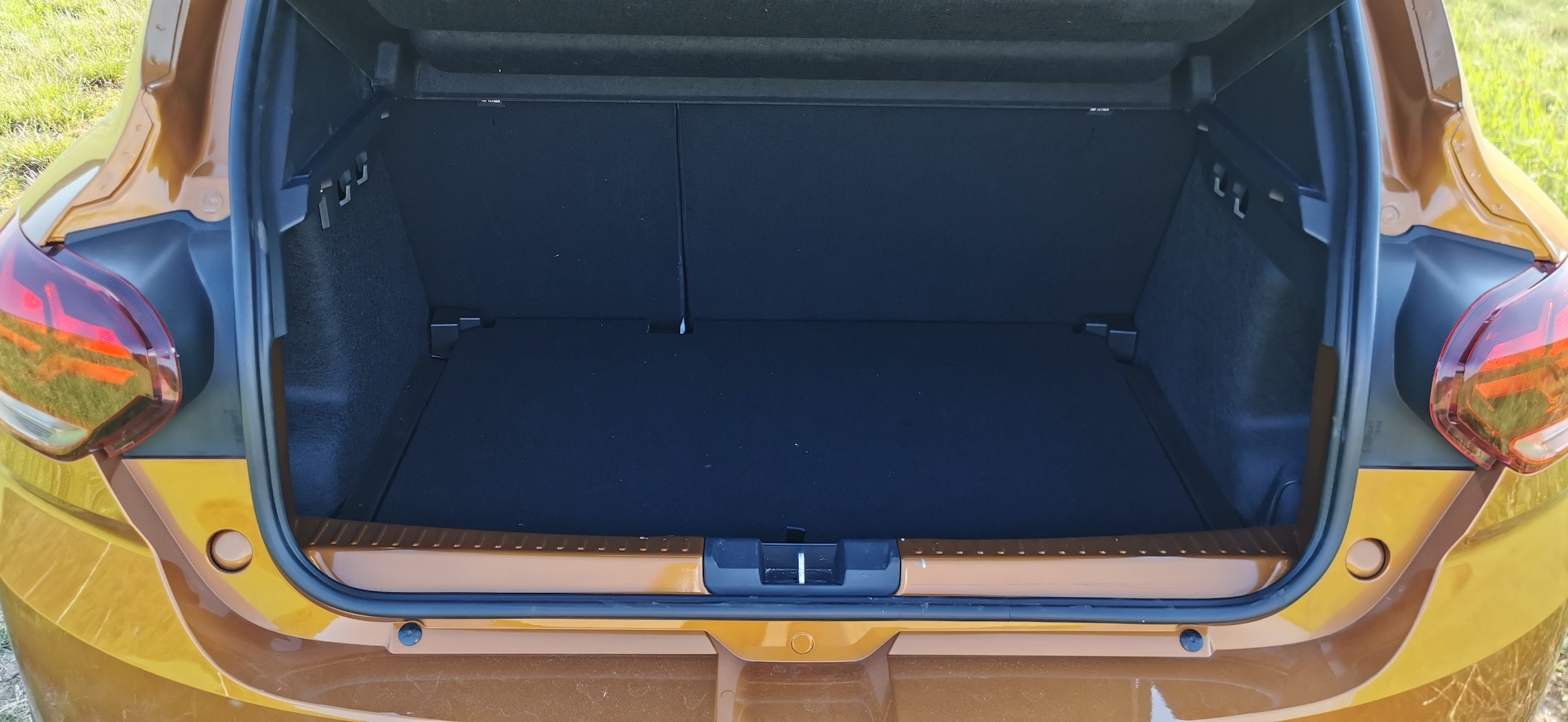 Dacia Sandero Stepway 1,0 TCe LPG - zavazadlový prostor